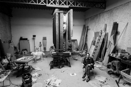 Studio portrait Mark Manders | Courtesy: Cedric Verhelst