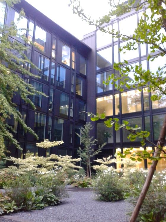 Giardino del palazzo Deutsche Bank di via Turati