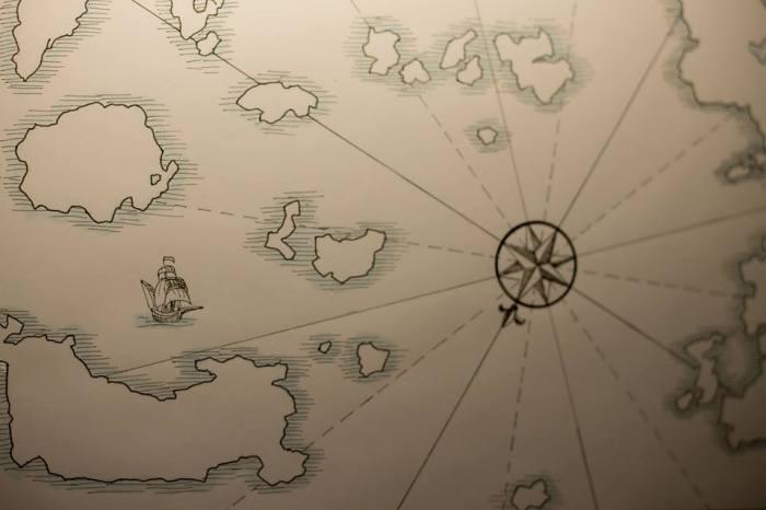 dettaglio con la bussola da Atlas Imaginaire, Claudia Gambadoro