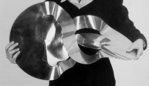 Lygia clark-holding-the-inside is the outside, 1963