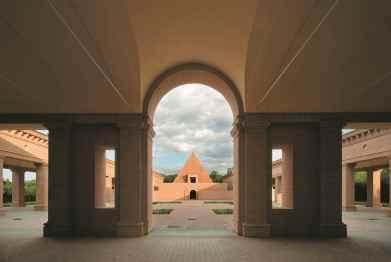 Mauro Davoli_Veduta della corte centrale dai portici del lato ovest-1