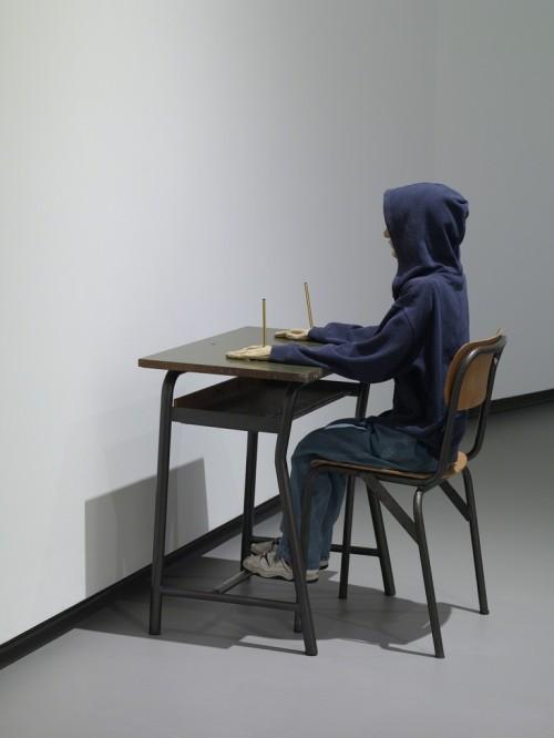 Maurizio Cattelan, Charlie don't surf, 1997, Fondation Louis Vuitton